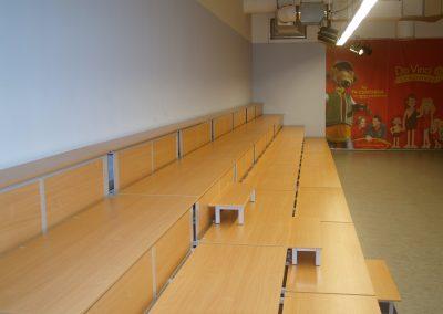 Nyitott lenyitható lelátó faltól-falig (3)
